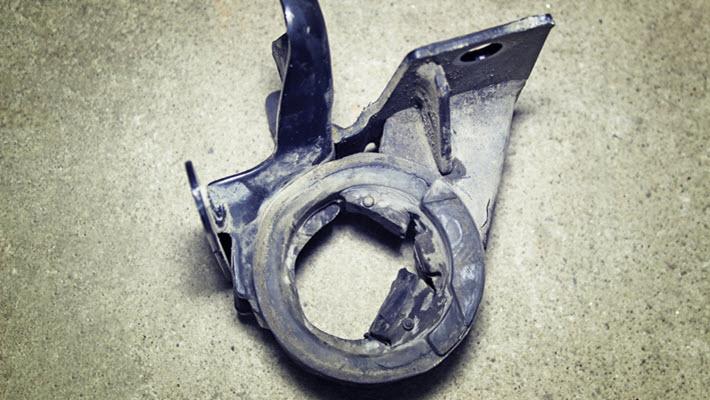 MINI Damaged Engine Mount